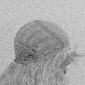 PRUIK Donker Blond lang licht krullend (WG1139)