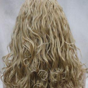 Donker blonde pruik, licht krullend, met hoofdband E-1367-24B
