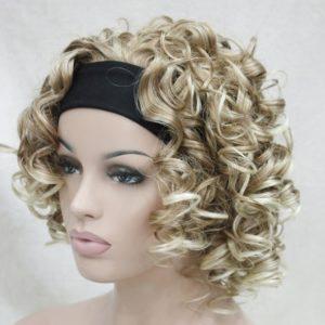 Pruik met hoofdband/haarband, donker blond krullend. +-35cm (5955-27tt-613)