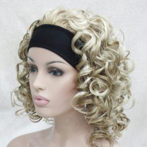 Pruik met hoofdband, donker blond krullend. +-35cm (5955-L16-613)