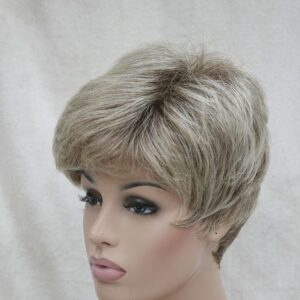 Pruik Kort mix kleur donker blond met blonder – Trendy kapsel